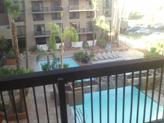 Holiday Inn Phoenix - Mesa/Chandler: Pool view from my room