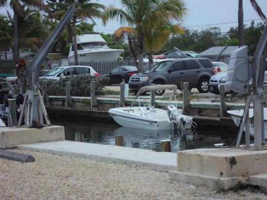 Dolphin Marina & Cottages: boat in water