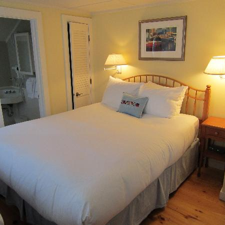 The Cottages at Nantucket Boat Basin: Bedroom area