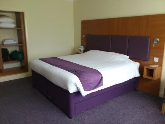 Premier Inn Bristol (Alveston) Hotel: Room