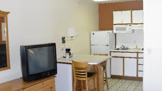 Suburban Extended Stay Albuquerque: Full size kitchens