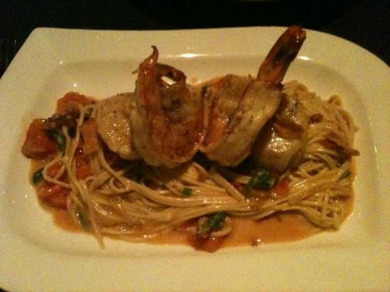 Gio's Italian Ristorante : Perfectly cooked seafood pasta.