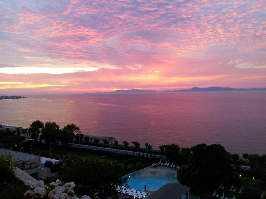 Amathus Beach Hotel Rhodes: Dinner at sunset.
