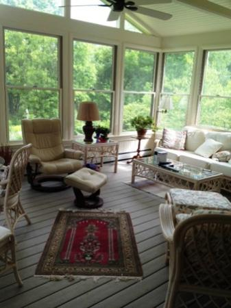 Willey's Farm Bed & Breakfast: sun room