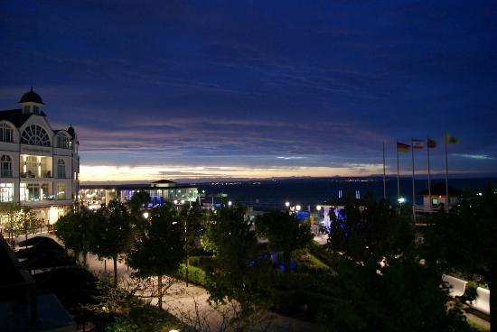 Ceres Hotel: Sicht vom Balkon, abends