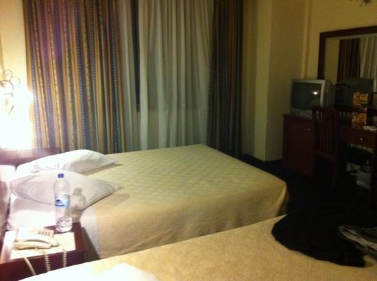 Golden City Hotel: habitación triple