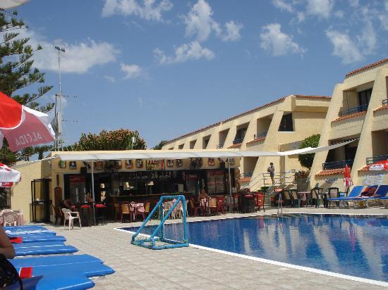 Napa Prince Hotel Apartments : pool bar/cafe