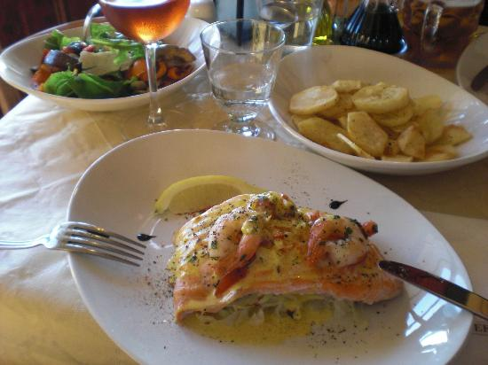 Vino Veritas : Salmon with vegetables and potatoes