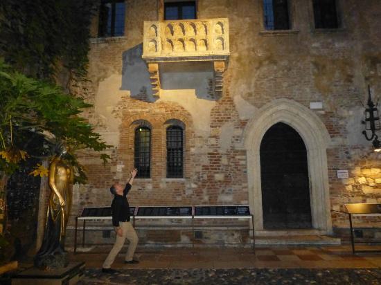 Il Sogno di Giulietta: In the courtyard of the Hotel