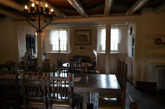 Mabel Dodge Luhan House: Dining room. Woirkshop presentations also conducted here.