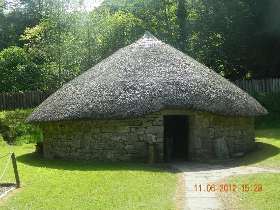 Craggaunowen: circular house