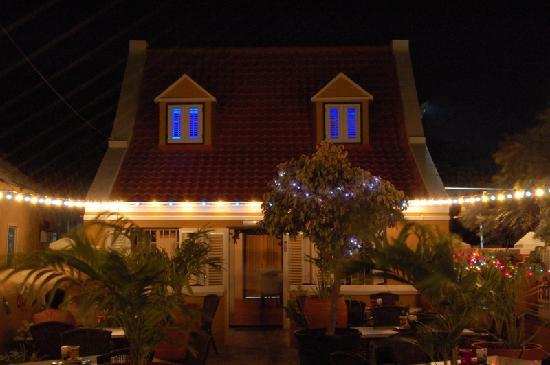 Rozendaels Original Cuisine : romantic garden bistro