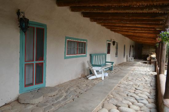 Mabel Dodge Luhan House: Lodge corridor outside original rooms.