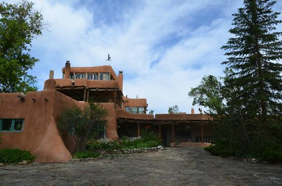 Mabel Dodge Luhan House: The lodge front and entry.
