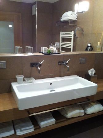 Napura Art & Design Hotel: Bad