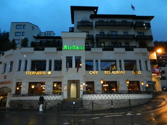 Hotel Steffani: Hotel at night