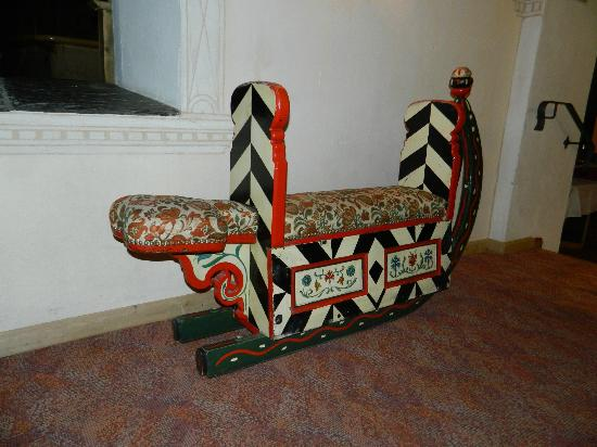 Hotel Steffani: antique sled in the hotel