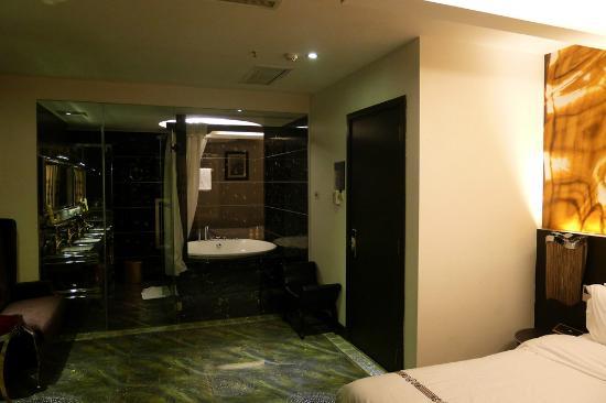 A&EM Phan Boi Chau Hotel: The vip suite