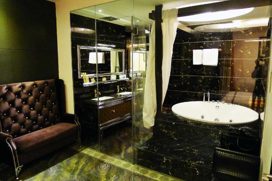 A&EM Phan Boi Chau Hotel: Lovely jacuzzi , shame it doesnt work