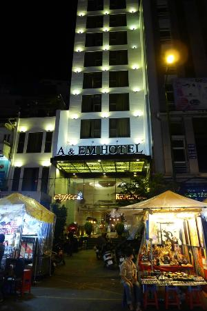 A&EM Phan Boi Chau Hotel: The hotel from the market place.