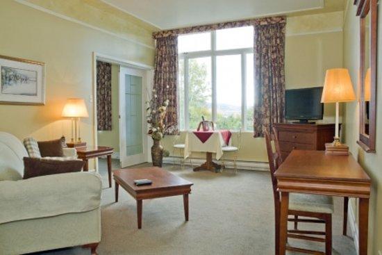 Hôtel Au Petit Berger : Salon de la suite Murray Bay