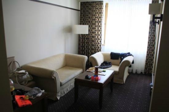 Marena Wellness & Spa: Sofeecke im Zimmer