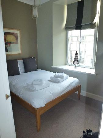 Nicolson Apartments: Double Bedroom