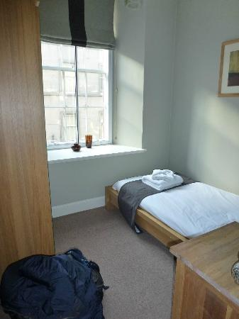 Nicolson Apartments: Single bedroom