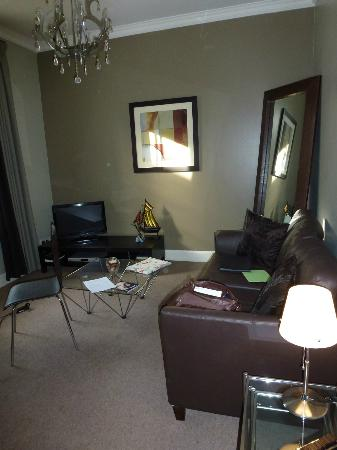 Nicolson Apartments: Living Room
