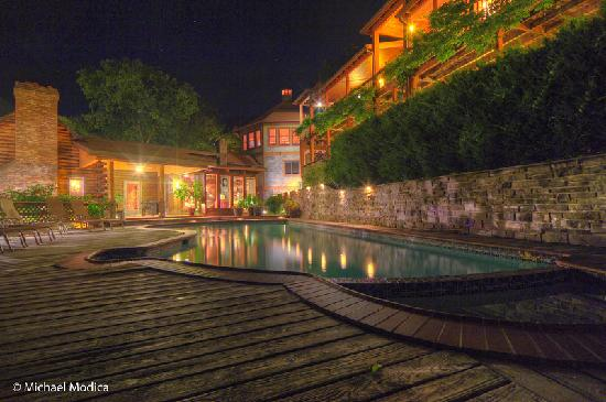Guesthouse Lost River: Relax at the pool and hot tub!