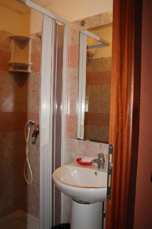 """Virginia Hotel: Room """"Green"""" 402"""