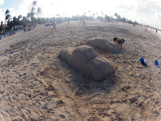 Bavaro Beach: Kids playing in the sand
