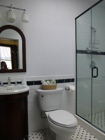 Murray Hotel: Room 322 master bathroom