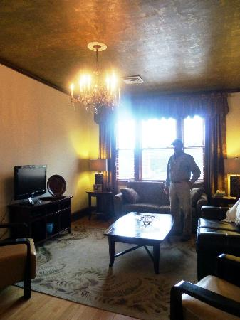 Murray Hotel: Room 322 living room