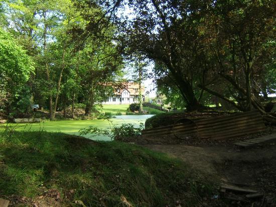 Kasteelhof 't  Hooghe: Mine Crater & Hotel