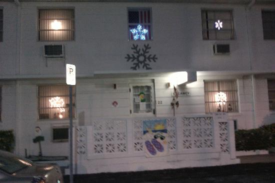 The Snowflake Inn: Front of the building
