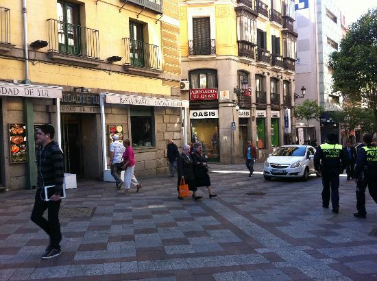 Calle de la montera picture of hotel ateneo puerta del for Calle sol madrid