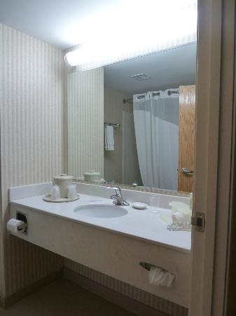 Holiday Inn Express Charles Town: Bathroom was clean, shower was good