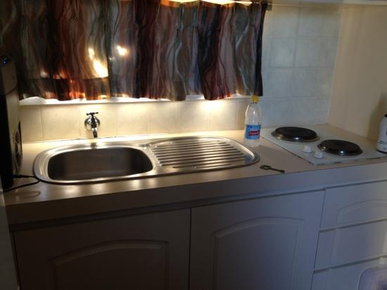 Exmouth Cape Holiday Park: Cold tap only - ensuite cabin