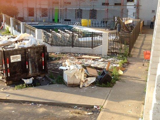 Days Inn & Suites Cincinnati: really bad