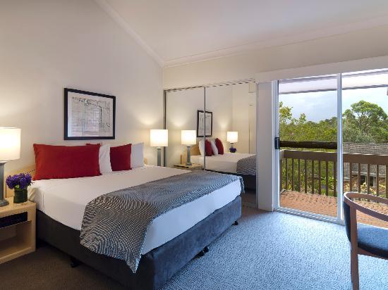 Medina Serviced Apartments North Ryde : Master Bedroom King Bed