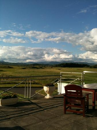 Donegal Town, İrlanda: A view from the veranda upstairs in the bar/restaurant