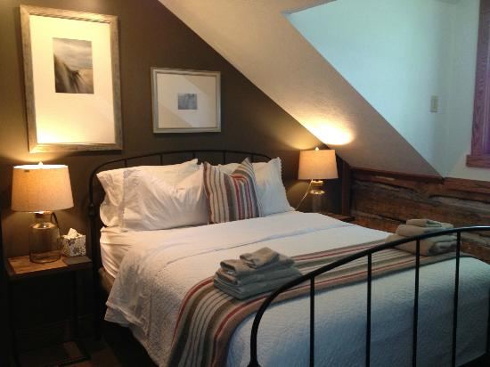 The Getaway Inn at Cooper's Woods : The Northern Wood's Suite is the oldest bedroom on the island, and now one of the most comfortab