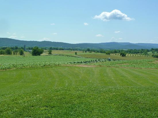 Antietam National Battlefield: Rolling hills, mountains and green fields