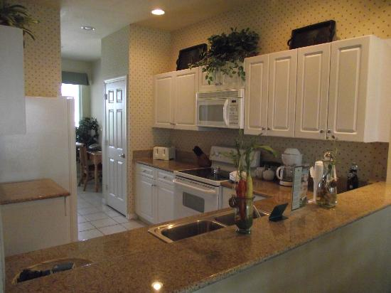 GreenLinks Golf Villas at Lely Resort: beautiful kitchen