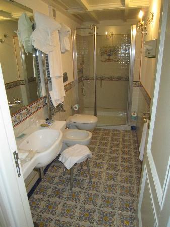 Residenza Luce: Large and modern bathroom