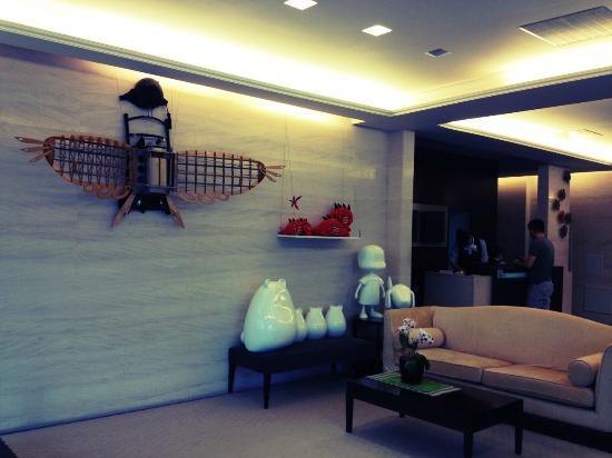 CJ Hotel: The lobby