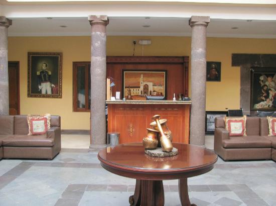 Hotel Boutique Plaza Sucre: Hotel Lobby & Front Desk