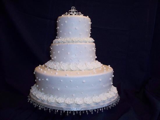 Spicer Castle Inn & Restaurant Wedding Cake