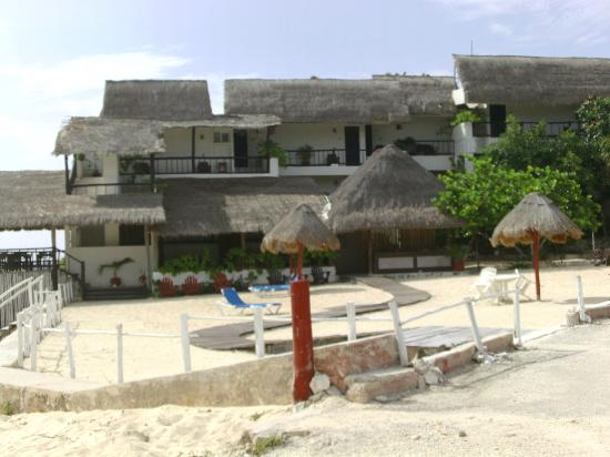 Ventanas al Mar : View of hotel from the street